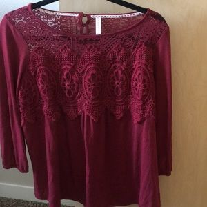 Lace detailed 3/4 length sleeved top